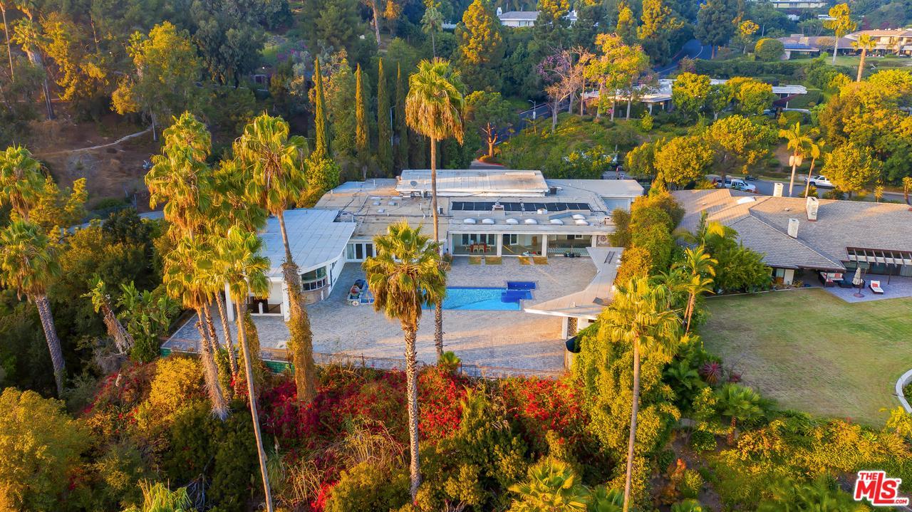 Photo of 430 ROBERT Lane, Beverly Hills, CA 90210