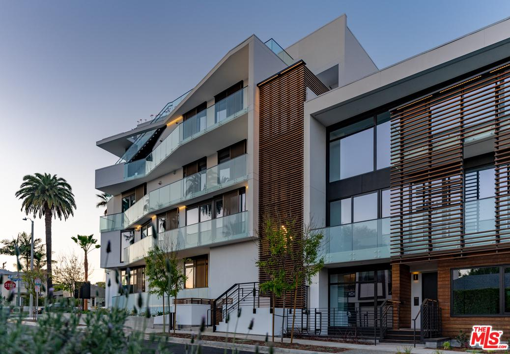 Photo of 702 North DOHENY Drive #302, West Hollywood, CA 90069