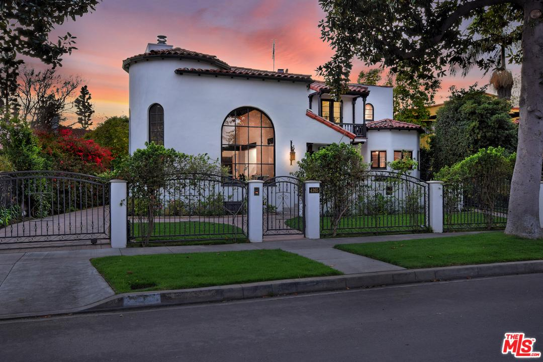 Photo of 4265 CLYBOURN Avenue, Toluca Lake, CA 91602