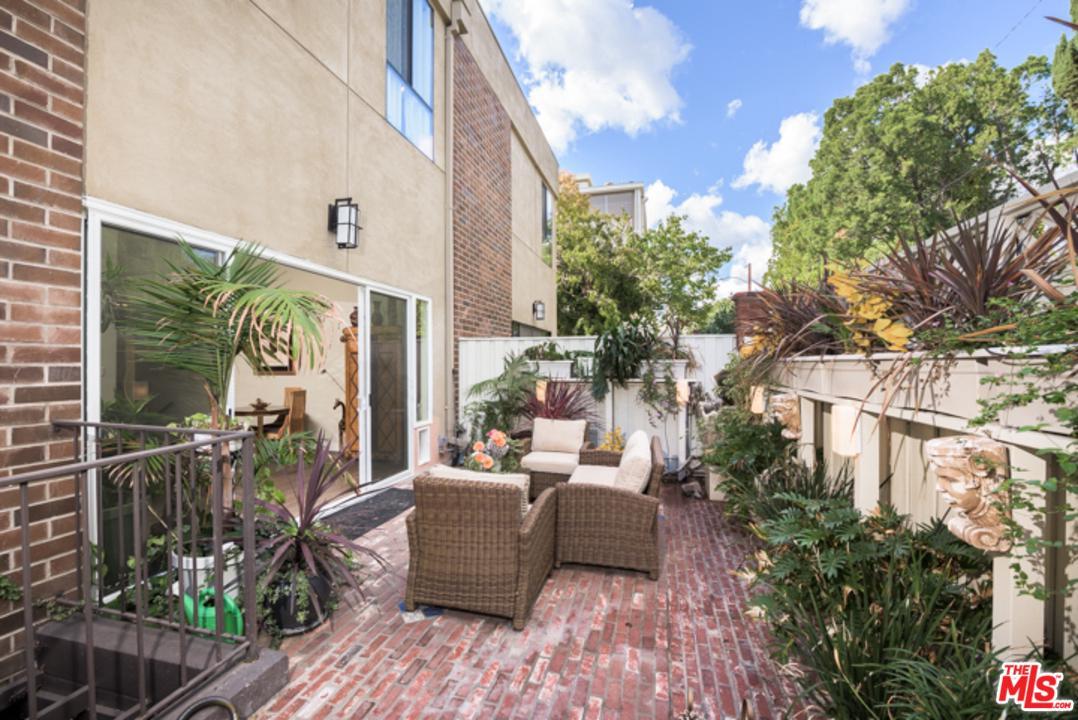 Photo of 9321 BURTON Way #B, Beverly Hills, CA 90210