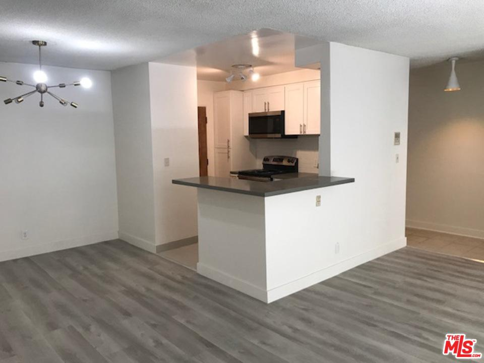Photo of 642 North WEST KNOLL Drive #103, West Hollywood, CA 90069