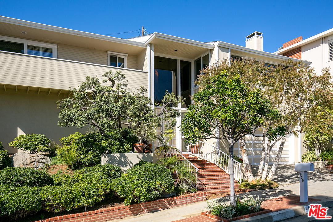 Photo of 839 LAS LOMAS Avenue, Pacific Palisades, CA 90272