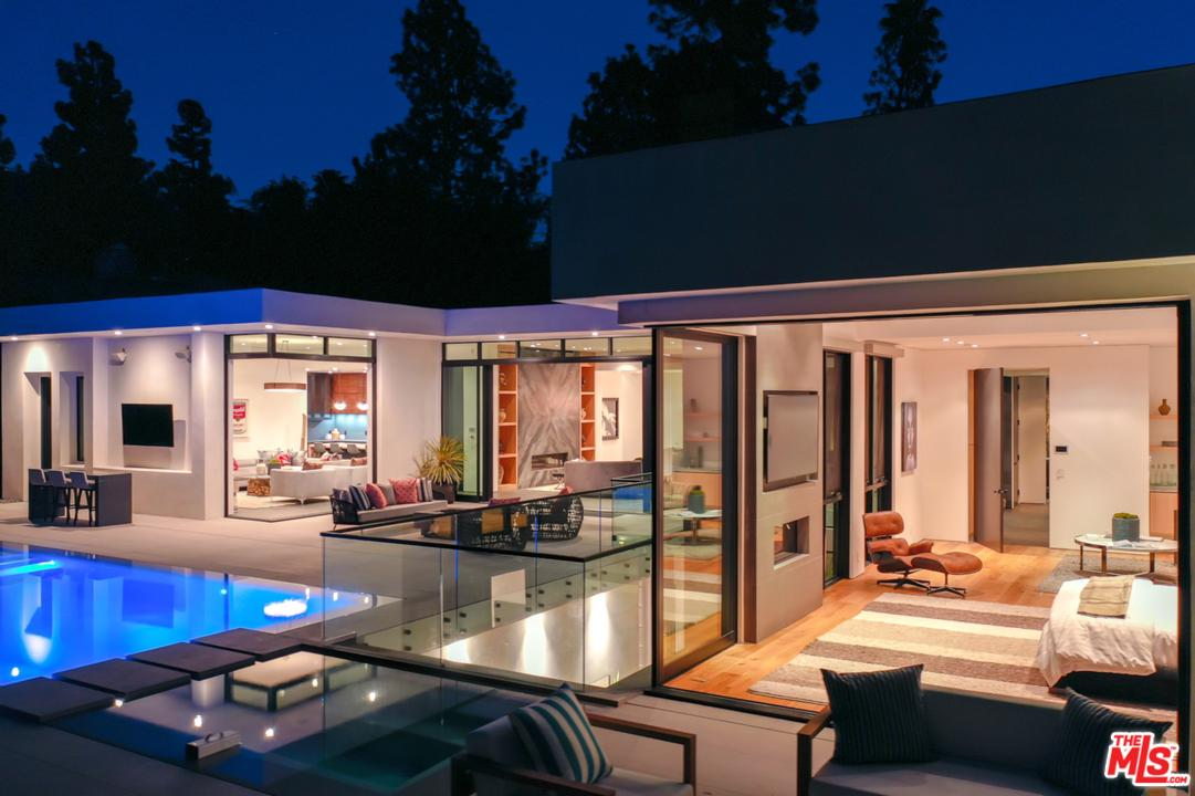 Photo of 1049 LOMA VISTA Drive, Beverly Hills, CA 90210