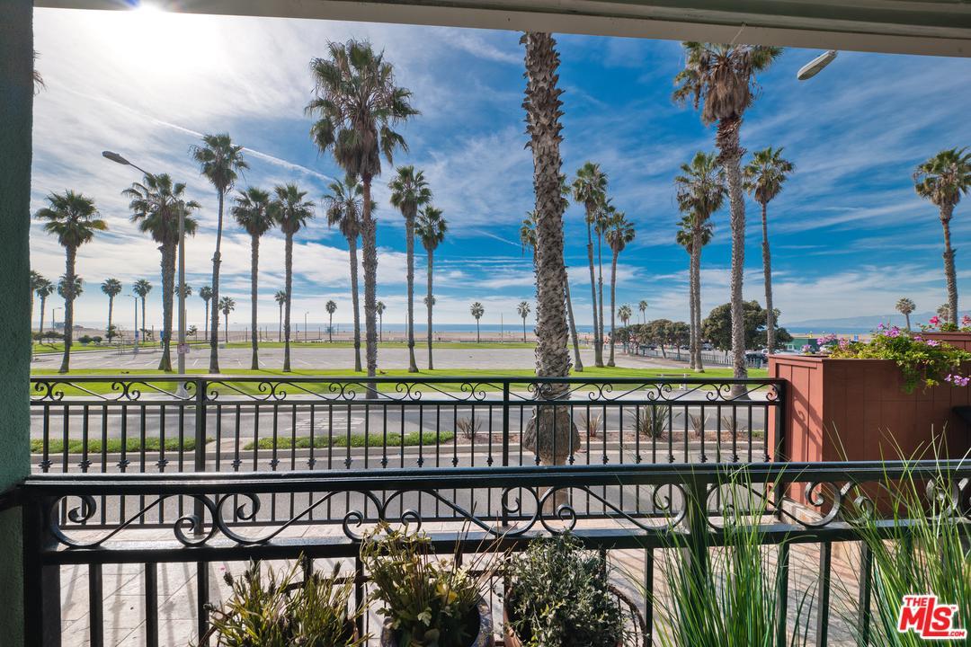 Photo of 118 WADSWORTH Avenue #4, Santa Monica, CA 90405