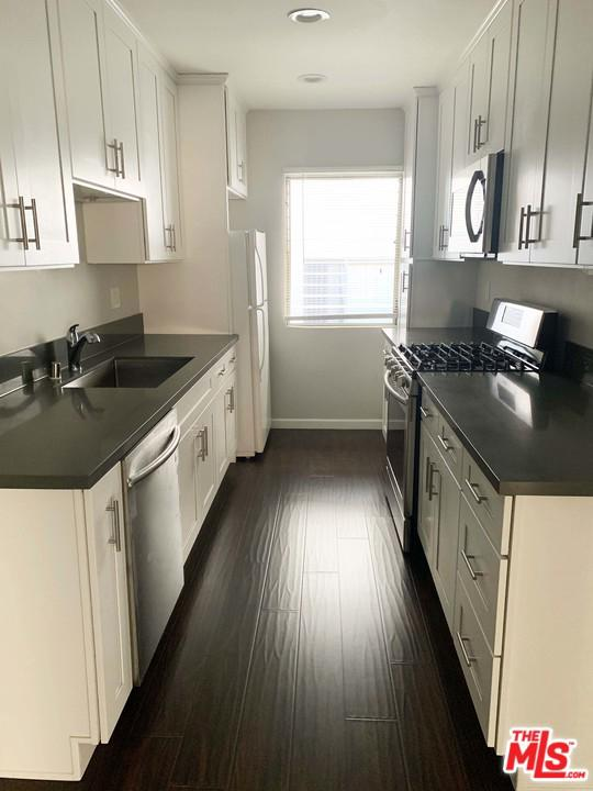 Photo of 142 North CLARK Drive #8, West Hollywood, CA 90048