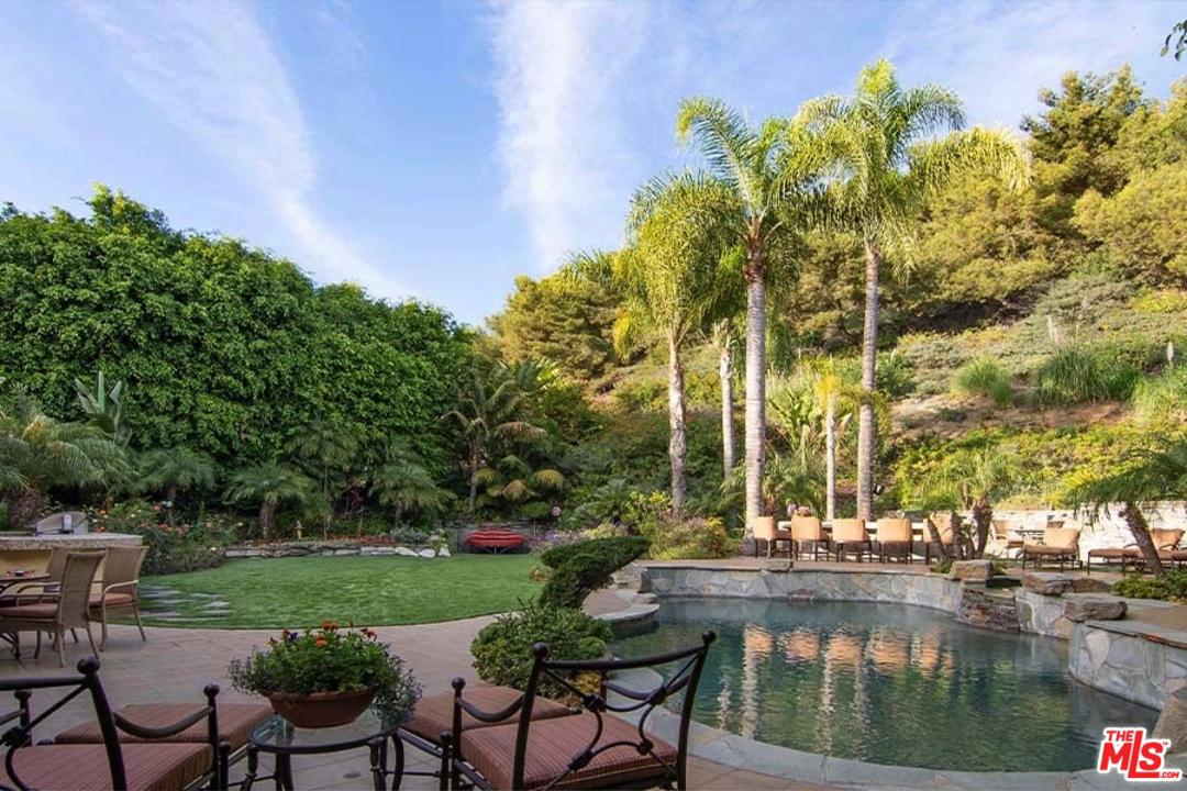 Photo of 16301 SHADOW MOUNTAIN Drive, Pacific Palisades, CA 90272