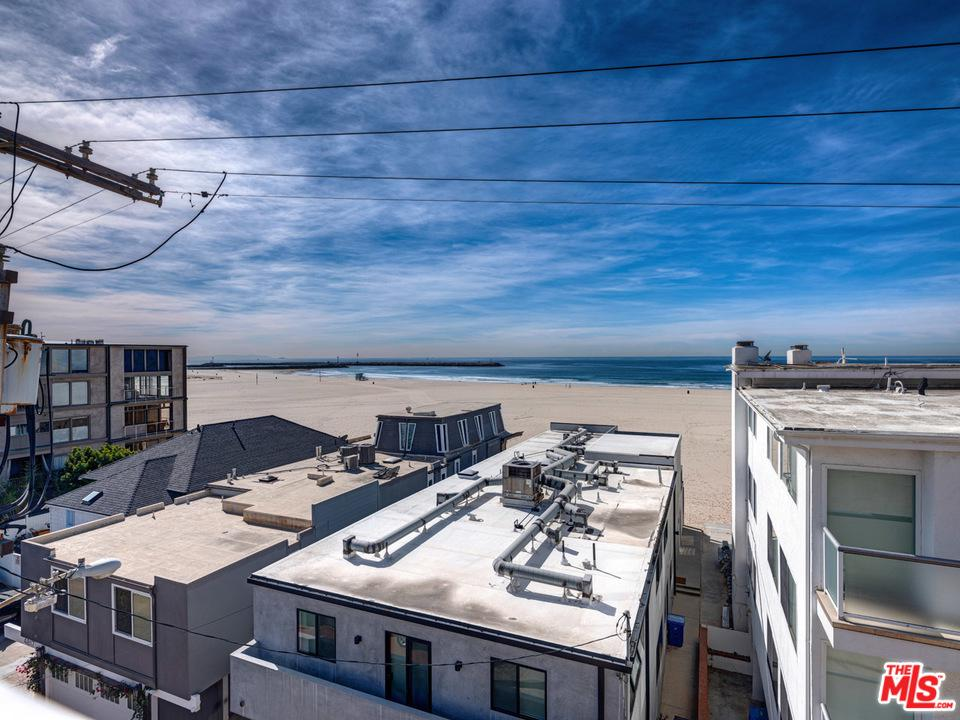 Photo of 16 QUARTERDECK Street #302, Marina Del Rey, CA 90292