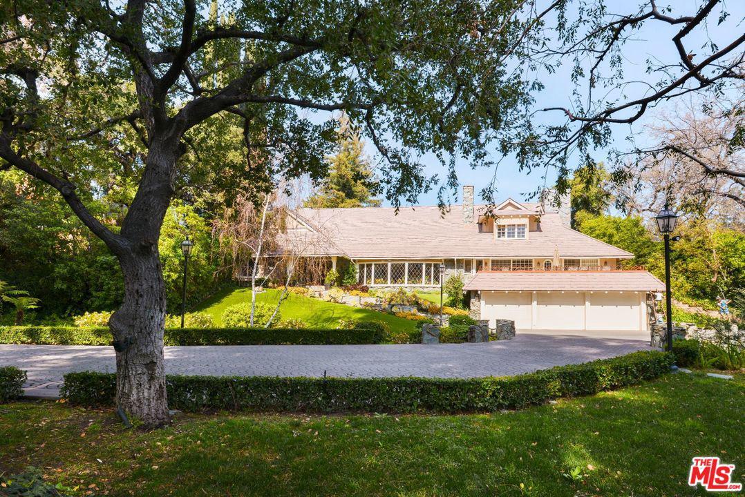 Photo of 17321 RANCHO Street, Encino, CA 91316